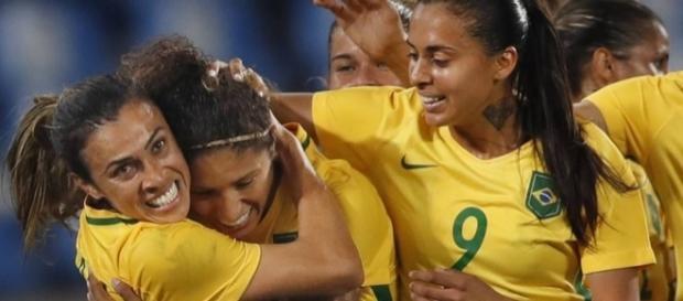 Cristiane (centro) está se aposentando da Seleção