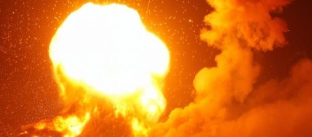Incendiu și explozii devastatoare la un depozit de muniție din Ucraina - Foto: www.nytimes.com (Sergey Dolzhenko/European Pressphoto Agency)