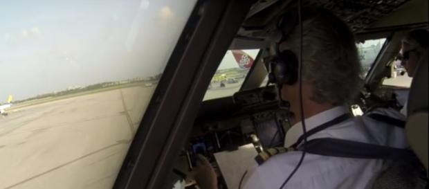 pilots and co-pilots don't eat the same meal. Image-The Pilot Channel/YouTube