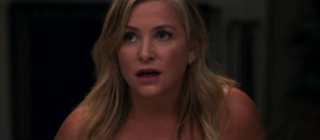 Arizona Robbins hooks up with Carina DeLuca. (Image Credit - CalzonaMD/YouTube Screenshot)