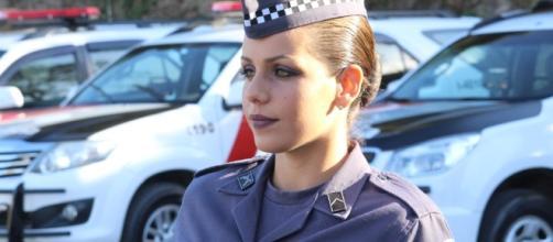 A PM Juliana Cristini é comparada à Paolla Oliveira