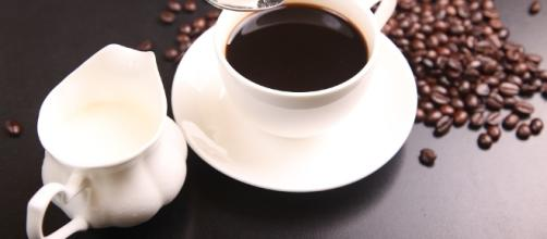 Coffee can reportedly lower the risk of early death by 64 percent/Photo via shixugang, Pixabay