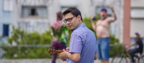 Conheça o trabalho do músico e psicólogo Lucas Adon