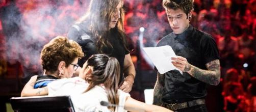 I giudici di X Factor 11, mentre si preparano in una pausa delle audizioni