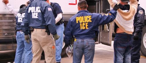 ICE authorities arrest suspected illegal immigrants in a raid. (Image Credit: U.S. Immigration and Customs Enforcement / Wikimedia)
