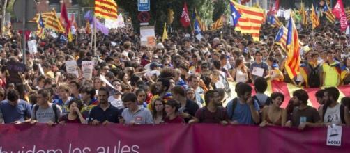 laRegione   Catalogna, sale la tensione in vista del referendum - laregione.ch