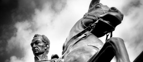 El héroe Simón Bolívar. - taringa.net