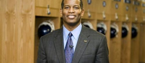 Turner Gill fired by Kansas Jayhawks; KU willing to pay Gill $6 ... - pitch.com