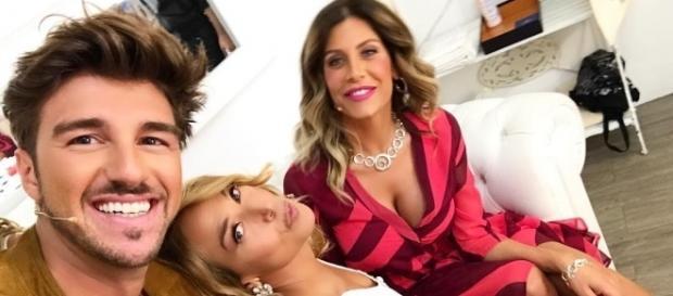 Barbara D'Urso con Andrea Damante e Paola Caruso dietro le quinte di Pomeriggio 5