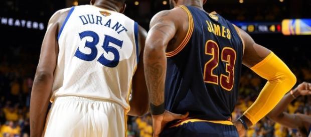 """Durant apareció como invitado en el """"Bill Simmons Podcast 'y comentó sobre la salida potencial de LeBron James de Cleveland en 2018."""