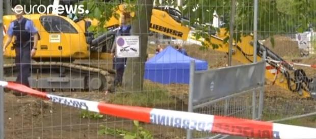 "Frankfurt evacuates 60,000 residents to defuse British ""blockbuster"" bomb [Image: YouTube/euronews (in English)]"