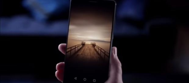 Huawei Mate 10 is the company's newest flagship. (via VideoConspiracy/Youtube)
