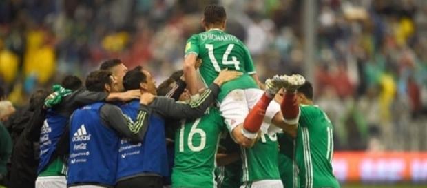 La gioia dei giocatori messicani dopo la vittoria su Panama che vale l'accesso al Mondiale russo