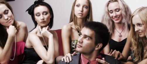 Pese a que es ilegal, este hombre se casó con 120 mujeres y dice amarlas a todas | WOMELISH - womelish.com