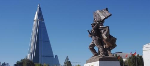 Victorious Fatherland Liberation War Museum and Ryugyong Hotel, Pyongyang, North Korea / [Image by Clay Gilliland via Flickr, CC BY-SA 2.0]