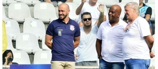 Dirigentes do Corinthians buscam por reforços para 2018 (Foto: Marcos Ribolli)