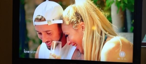 Love Island mit Barbie und Ken - die Zuneigung scheint echt - Foto: Screenshot RTL2