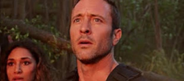"Steve McGarrett makes a pitch to Tani Rey and his most daring rescue of the team in the ""Hawaii Five-O"" Season 8. [Image by Tintorea/YouTube]"