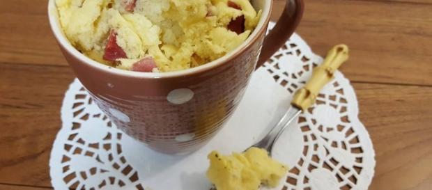 Torta salata in tazza, da servire come antipasto, aperitivo e in qualunque occasione.