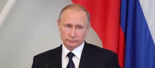 Il presidente russo Vladimir Putin continua a sostenere la via della diplomazia per risolvere la crisi nella penisola coreana