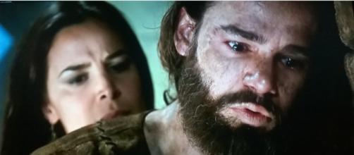 Joaquim decide fugir com Edissa (Foto: Reprodução/Record TV)