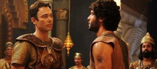 Nebuzaradã vê Asher no palácio e se espanta com a nobreza do rapaz