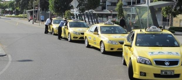 Taxi rank by Brooklyn3012 via Wikimedia Commons