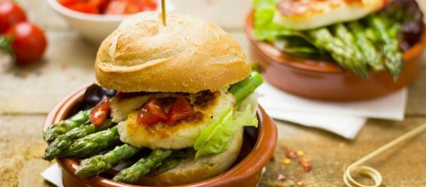Vegetarian burger / Photo via Einladung_zum_Essen, Pixabay