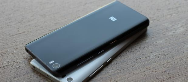 Xiaomi flagship phones (Image Credit - Maurizio Pesce/Flickr)
