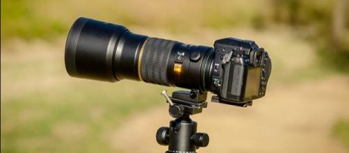 A Sheriff's deputy mistook a camera for a weapon, shooting a news photographer [Image: Wikimedia by James Niland/CC BY-2.0]