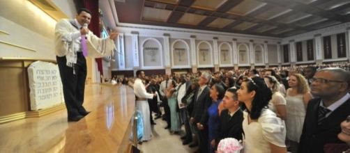 Bispo Renato Cardoso celebra casamento no Templo de Salomão (SP)
