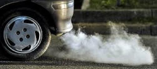Bollo auto più caro per le auto più inquinanti?