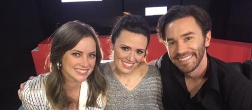 Durante la entrevista con Jessica y Tom.