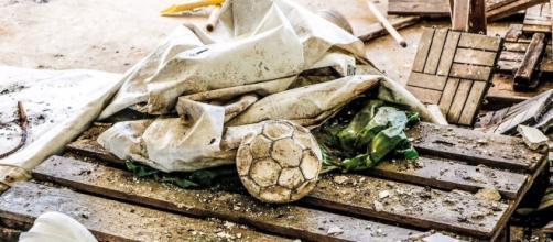 In Italia il calcio sta morendo. Ecco le situazione paradossali.