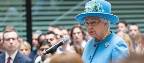 Queen Elizabeth making a speech / Photo via UK Home Office, Wikimedia