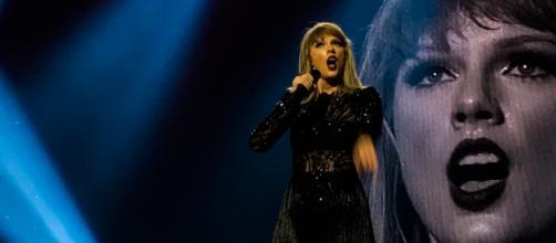 Taylor Swift performance / Photo via makaiyla willis, Wikimedia