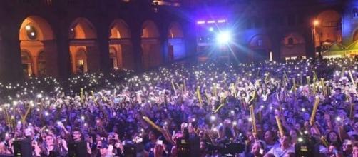 Il tentativo di violenza è avvenuto nella calca del concerto di Radio Bruno.