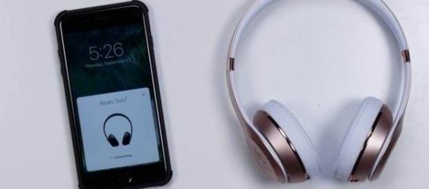Beats Solo3 Wireless/ Unbox Therapy / Youtube Screenshot