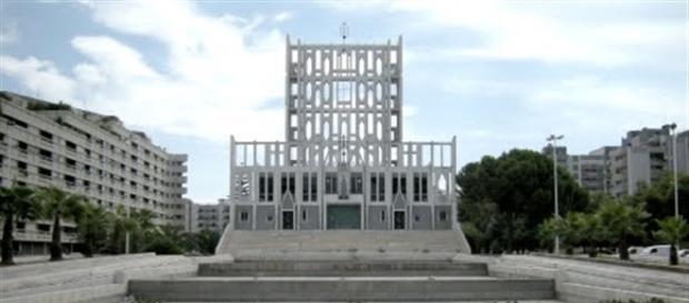 Taranto appello per la 39 vela 39 di gio ponti divorata dal for Lavoro architetto milano