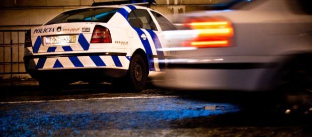 O agente da PSP agora arguido atingiu os jovens durante uma perseguição policial
