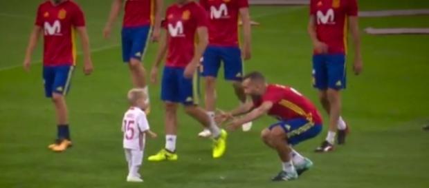 VIDÉO : La réaction géniale du fils de Ramos face à Piqué et Alba