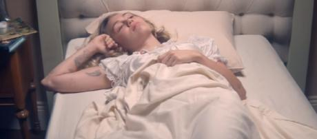 Miley Cyrus - Younger Now (Official Video) MileyCyrus | VEVO | Youtube