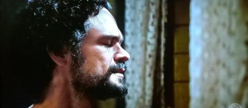 Daniel ora a Deus na novela (Foto: Reprodução/Record TV)