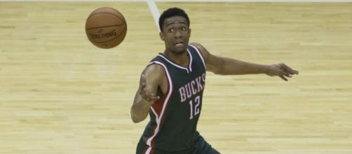 Jabari Parker trying to catch the ball | Wikimedia Common