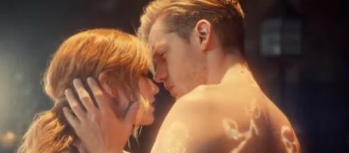 "Jace and Clary in ""Shadowhunters."" (Photo:YouTube/Dyslexautistica)"