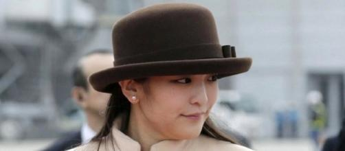 Japanese princess gives up crown for love   9Honey - com.au
