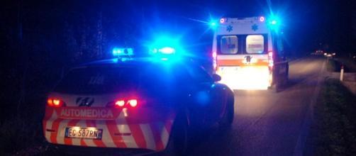 Muore giovane motociclista dopo lo scontro contro una vettura