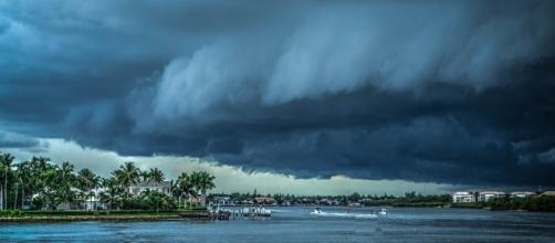 Storms roll in along the Florida coast - Mariamichelle via Pixabay