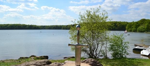 Bimba inglese trova spada di re Artù?