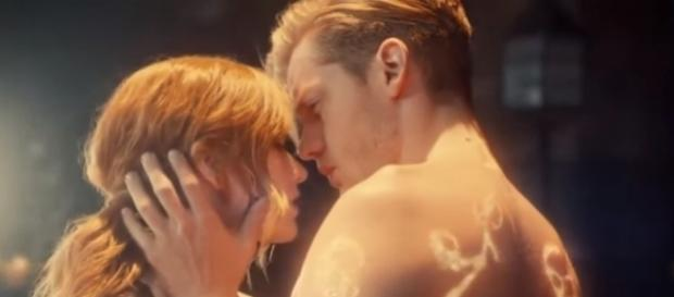 """Jace and Clary in """"Shadowhunters."""" (Photo:YouTube/Dyslexautistica)"""